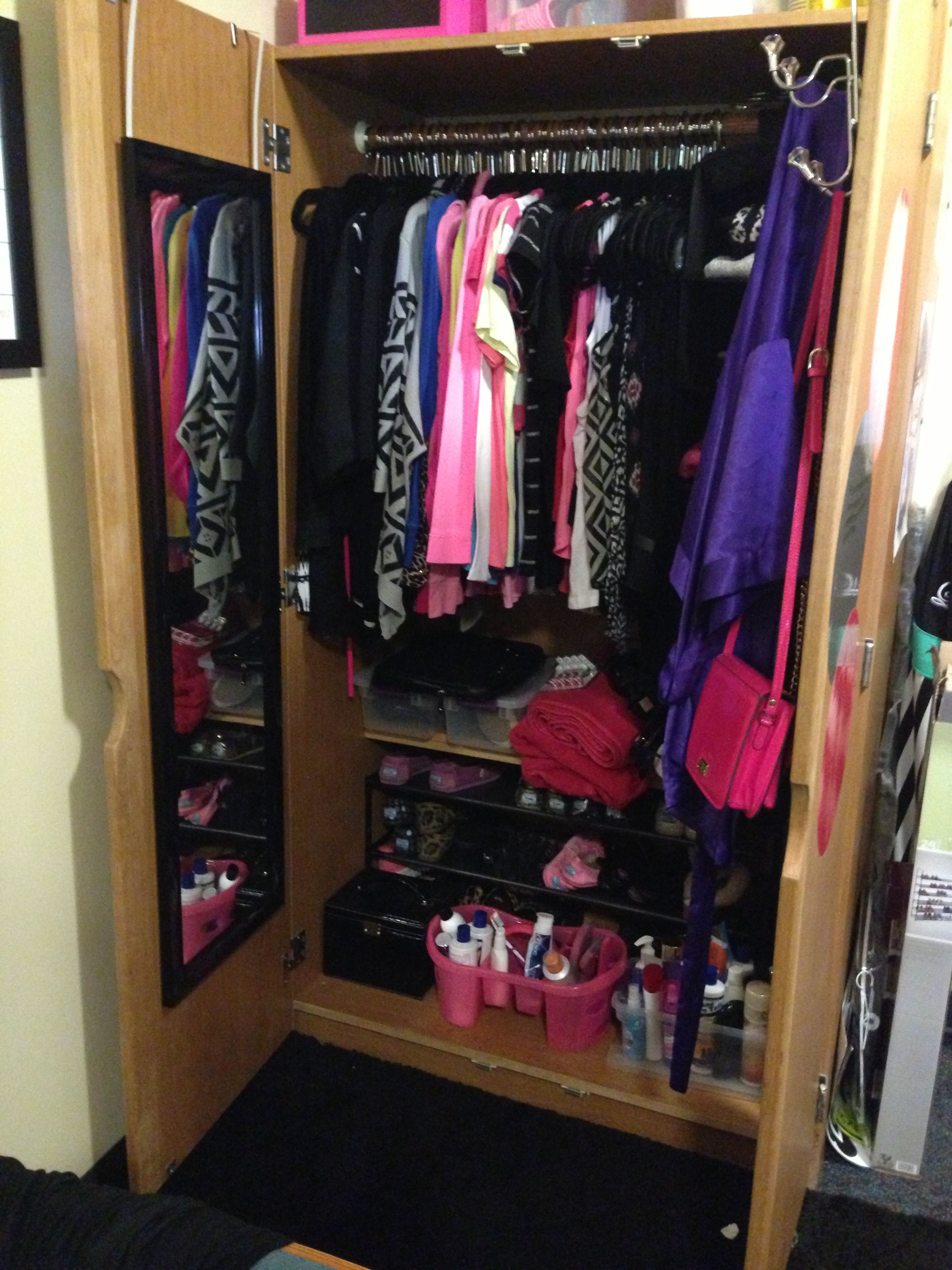 2019 year for lady- Organizing for Dormtips a small closet