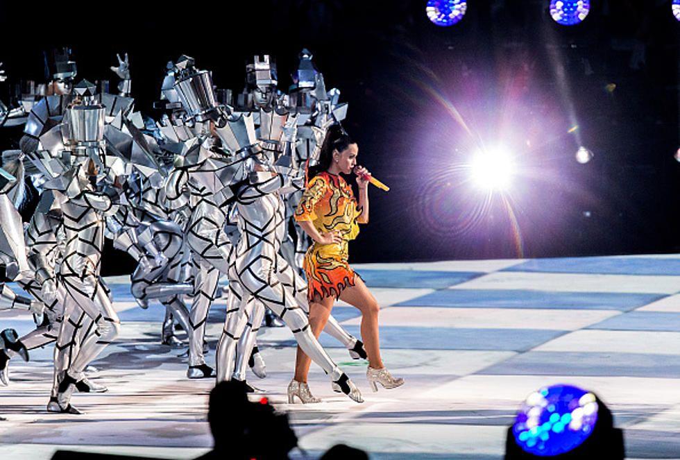 Katy Perry sur le damier maçonnique