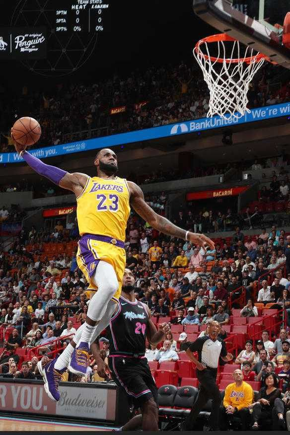 Pin by ClarQ on LeBRON JAMES Lebron james dunking
