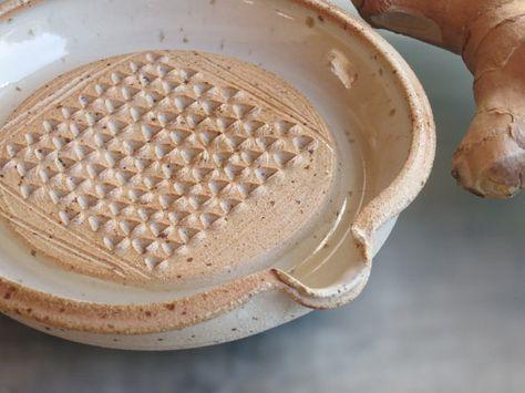 Ginger Grater Ceramic Ginger Garlic Grating Dish Ceramic Grater For All Grating Needs Ginger Garlic Nutmeg Chocolat Rasp In 2020 Glazes For Pottery Grater Ceramics
