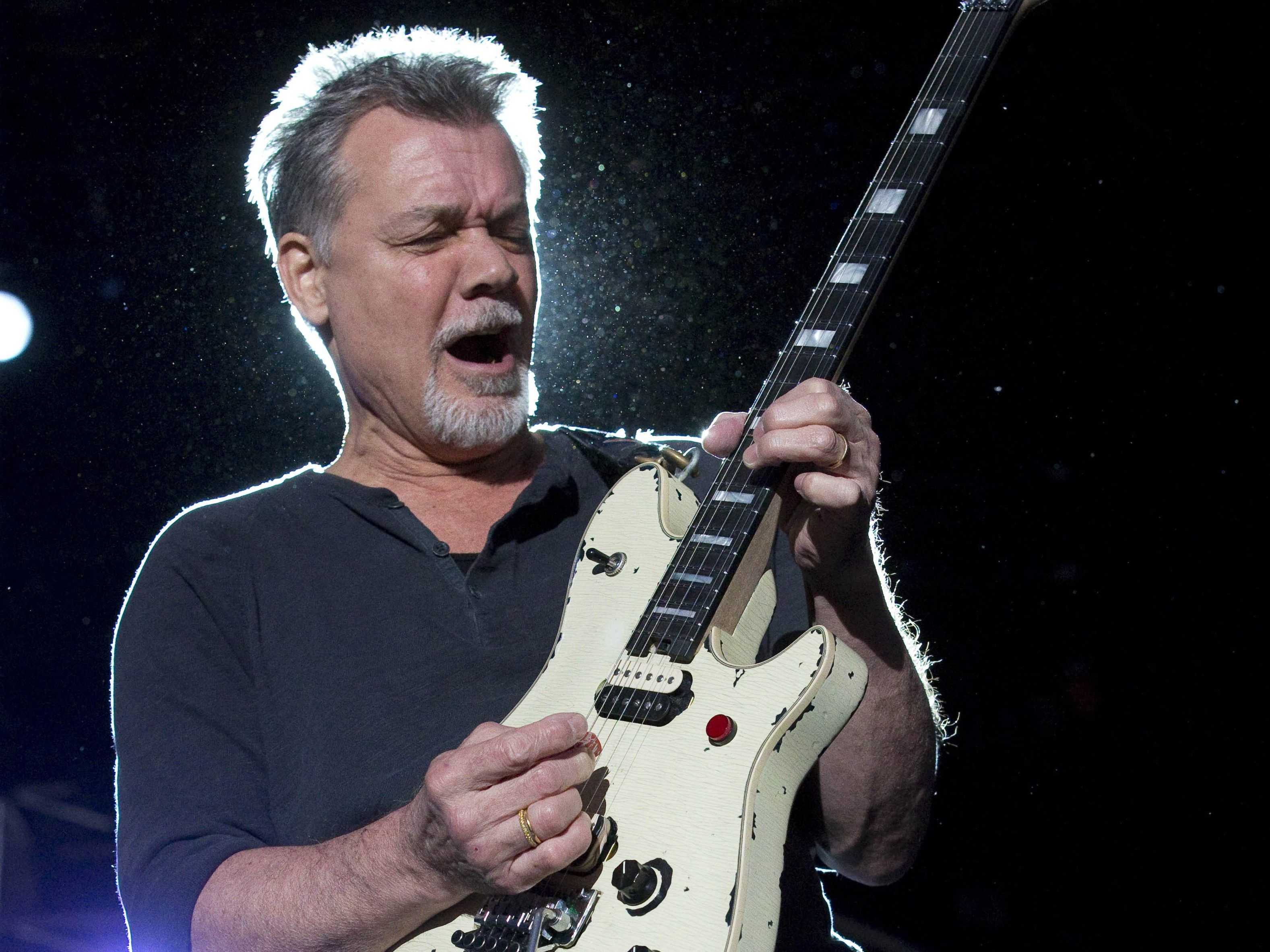 Ailing Eddie Van Halen Gets Visits From Ex Wife Valerie Bertinelli Report Eddie Van Halen Van Halen Ex Wives