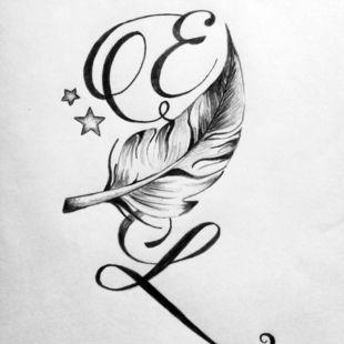 Tatouage de lettres entrelacées avec une plume