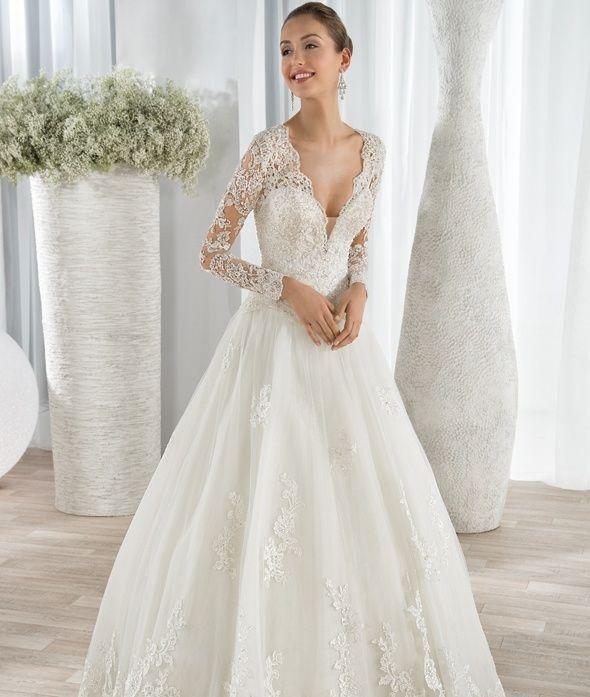 style 646 (vestido de novia). diseñador: demetrios bride.  | la