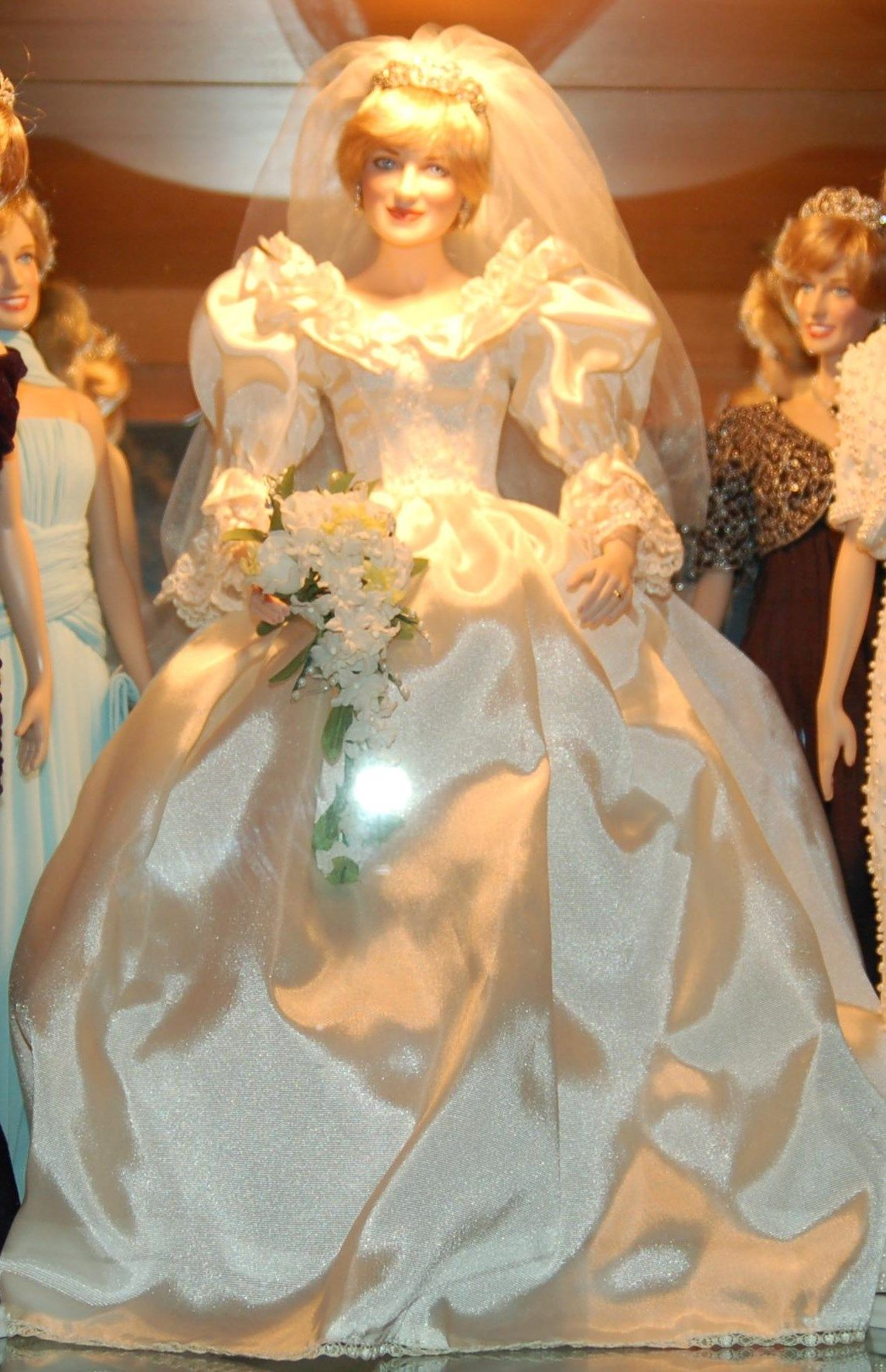 Porcelain Princess Diana Wedding doll - picture by Catherine Ford ...