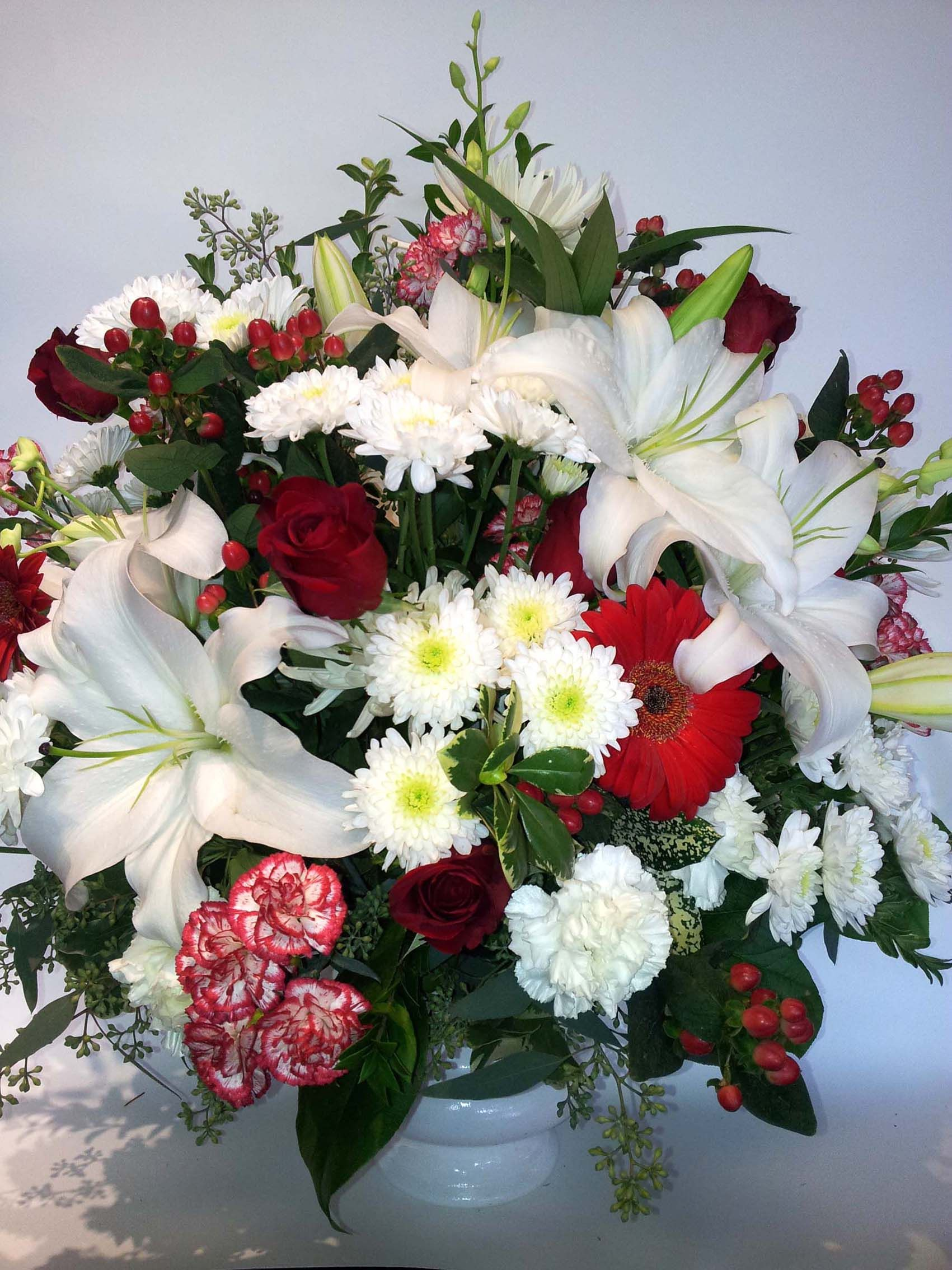 Sympathy arrangement red and white funeral flowers httpwww sympathy arrangement red and white funeral flowers httpwww izmirmasajfo