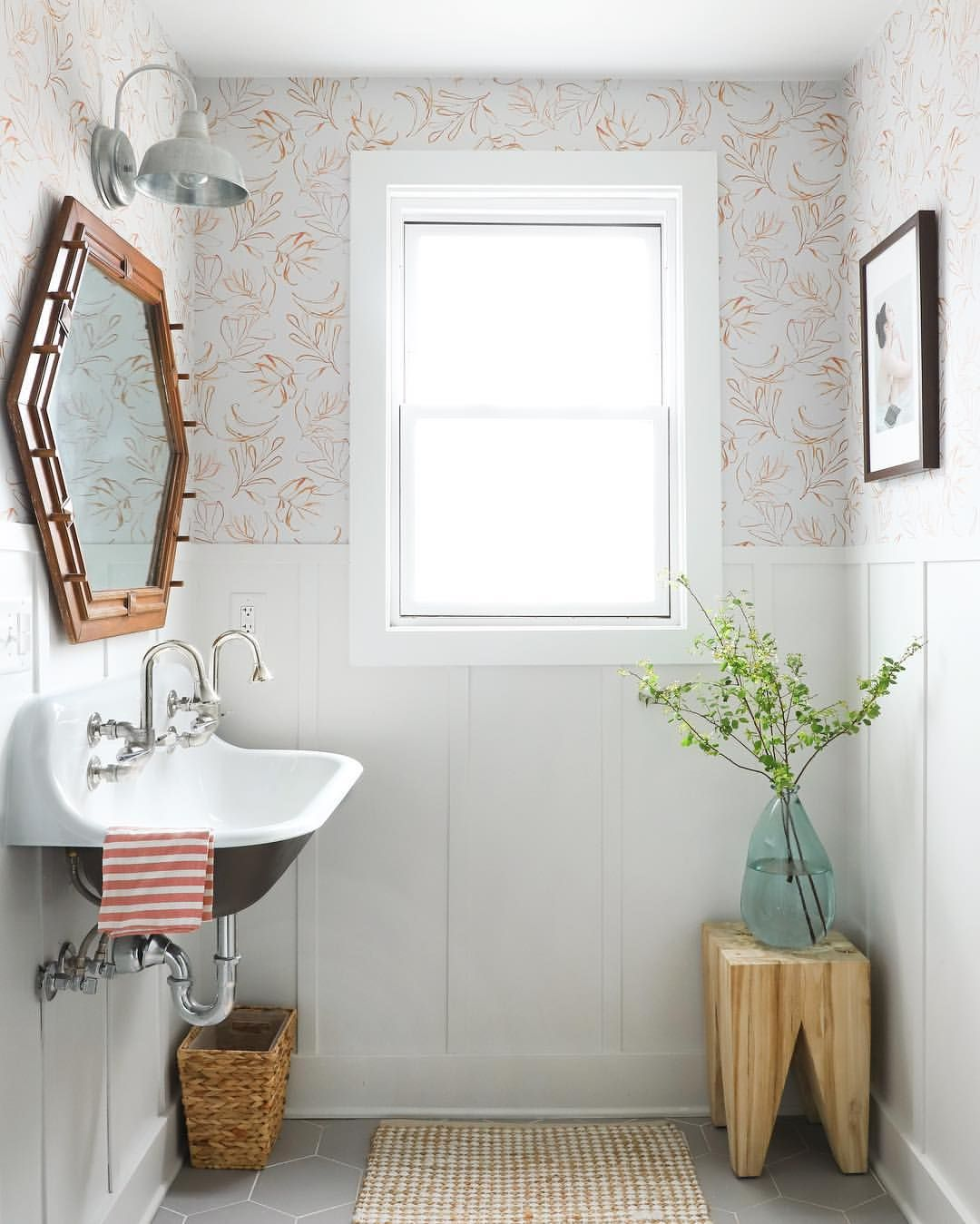 Always Moving Things Around It S Fun To Have This Log Of Images So I Can Look Back And See What I Like Best This R Bathroom Makeover I Spy Diy Guest