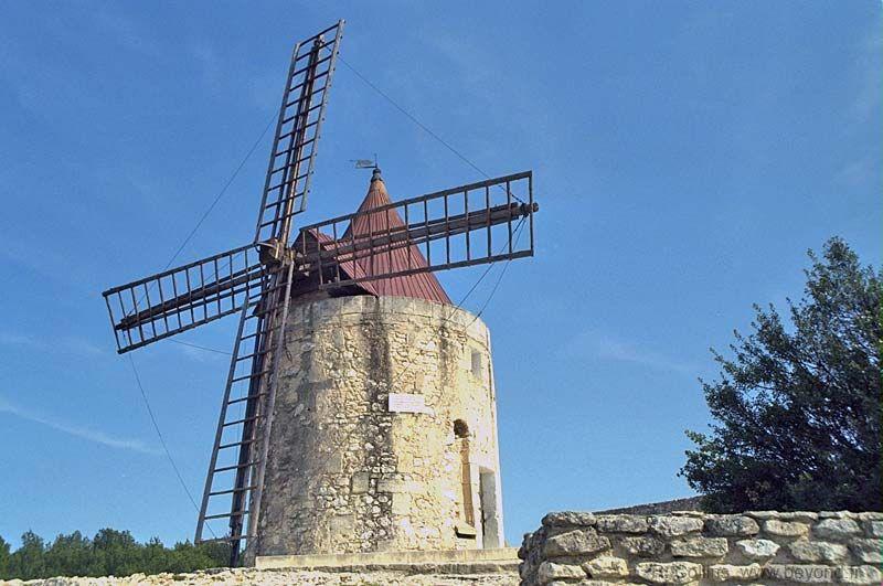 Daudet's windmill in nearby Fontvieille