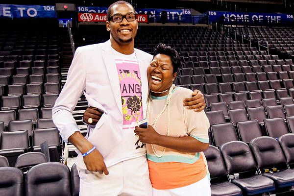 c5d75734061 Mama s boy Kevin Durant gives his mother