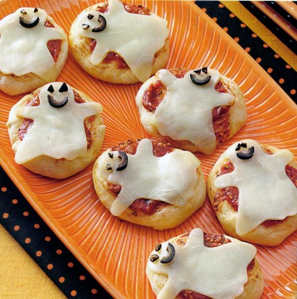 Boo-Ya Mini Pizzas from @carolinacntry Halloween costume - pinterest halloween food ideas