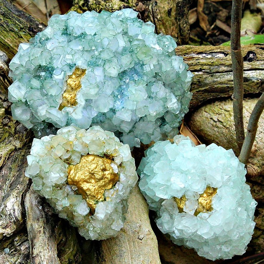 Quickly grow your own beautiful, inside out geodes with this simple tutorial.