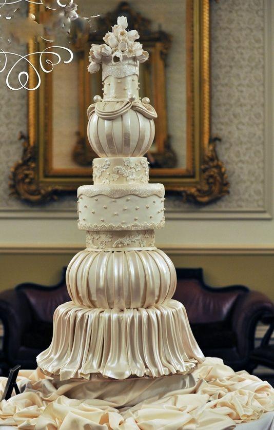 Beautiful Multi Layer Fondant Cake Luxury Wedding Cake White Wedding Cakes Cool Wedding Cakes