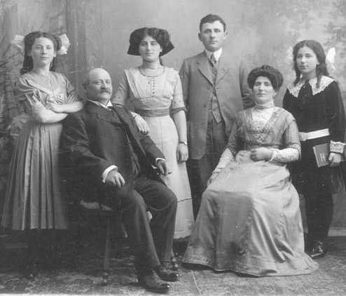 Digi Album Ideas Old Family Photos Family Photos Vintage Pictures