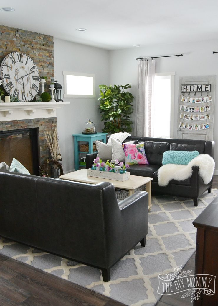 A traditional black and white living room with pops of for Apartment accessories