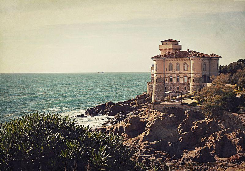 Il castello sulla scogliera, tuscany