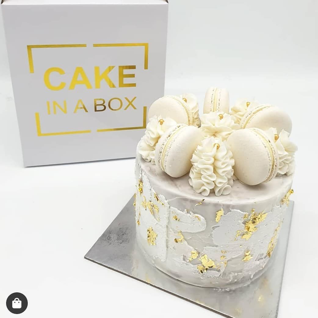 How pretty is this cake design by @cakeinaboxsyd 😍