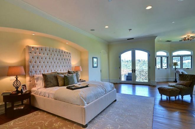 20 Celebrity Master Bedrooms You Will Envy Celebrity Bedrooms Kardashian Home Kardashian Bedroom