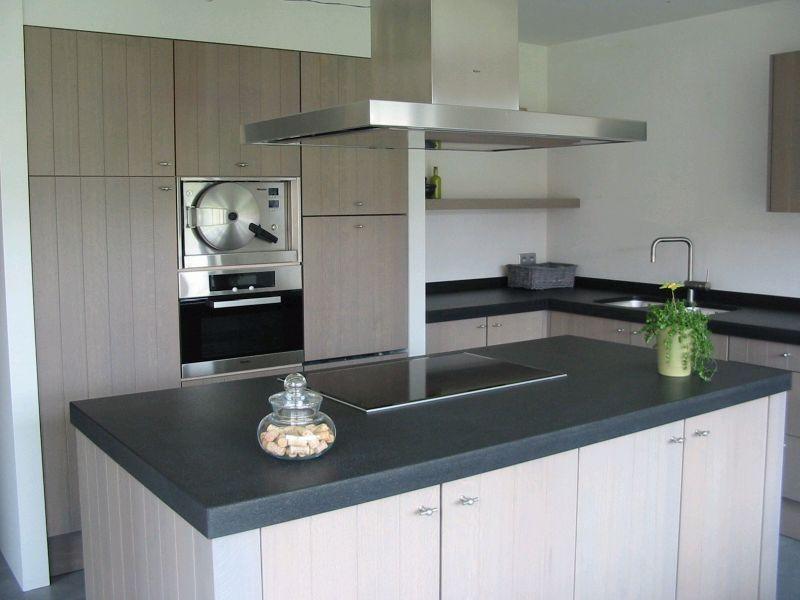 Witte Eiken Keuken : Massief eiken keuken met granieten blad voorzien van servo drive