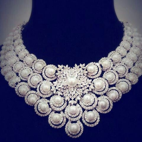 Naaz_ishangem. Spectacular pearls and diamond necklace. Extraordinary beauty. Exceptional pearls colour. Sultanesque jewel. Oriental essences. #diamonds #diamond #pearls