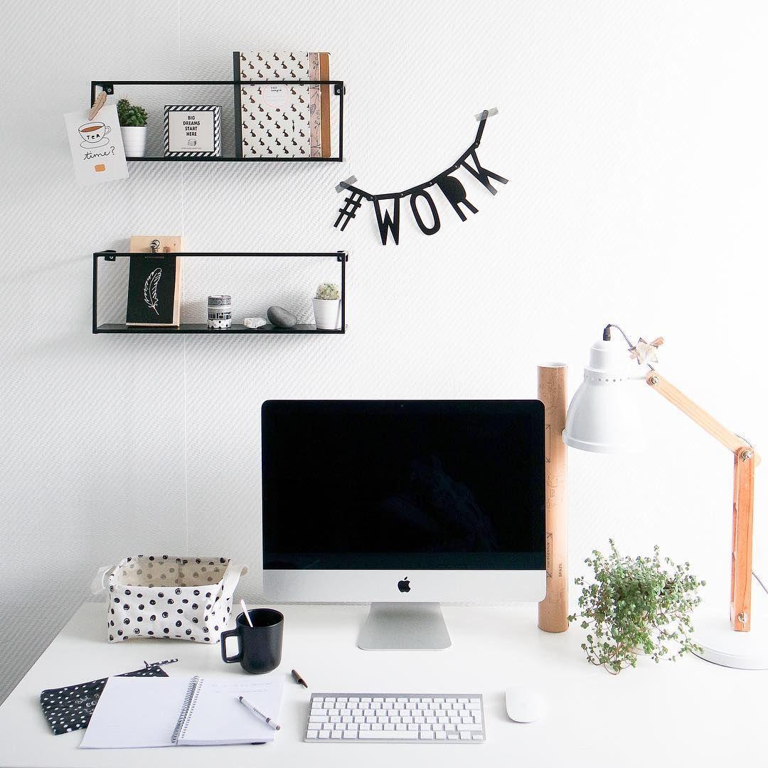 Het is weer maandag... dus hoppa, aan het werk. En snel een beetje! 😱 fijne week! ➡️ It is Monday again, let's get to work... enjoy your week! 😱 . . . #liveloveinterior #atmicasa #bijmijthuis #werkplek #workspaceinspo #workspacedesign #mondaymood #flairnl #vtwonenbijmijthuis #interieuraddict #ariadneathome #libelle #scandinavischwonen #zwartwitwonen #scandinavianstyle #scandihome #scandinavianinterior #interieurinspiratie #interieurstyling #interior4inspo #interior4all #interior2all #xenosnede