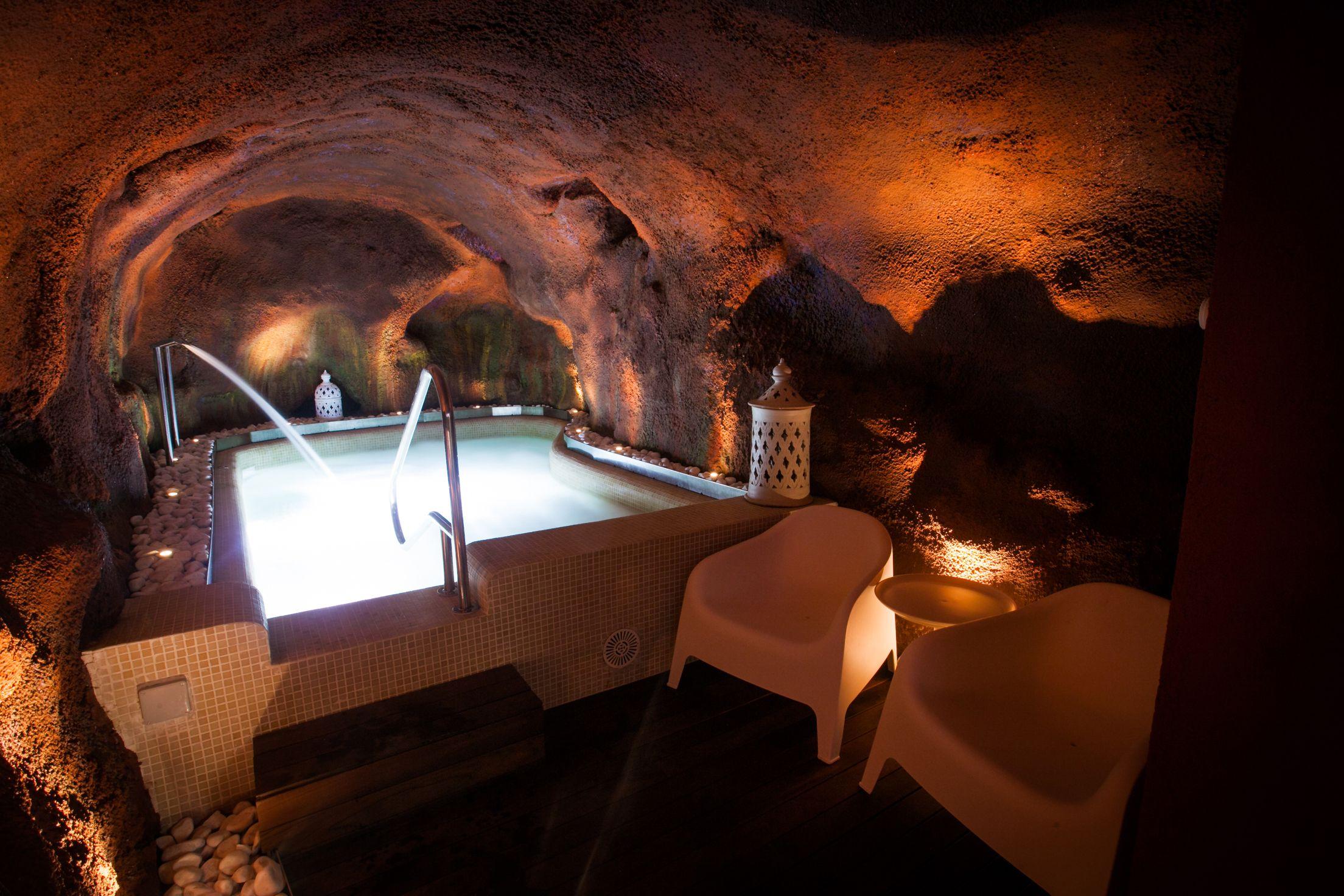 Abrimos El Spa Para Todos Aunque No Te Alojes Puedes Relajarte En La Cueva Termal De La Graja Toda La Información Aquí Http Bit Spa Relax Volver Al Trabajo