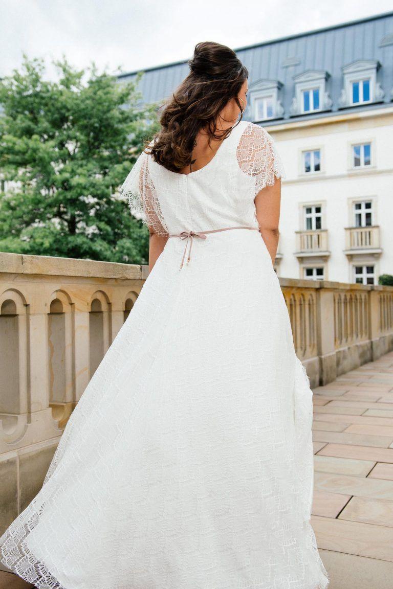 Plus Size Brautkleid von küssdiebraut für Curvy Brides in 11