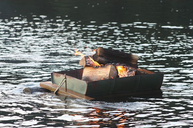Floating fire pit - Floating Fire Pit Lake Time! Pinterest