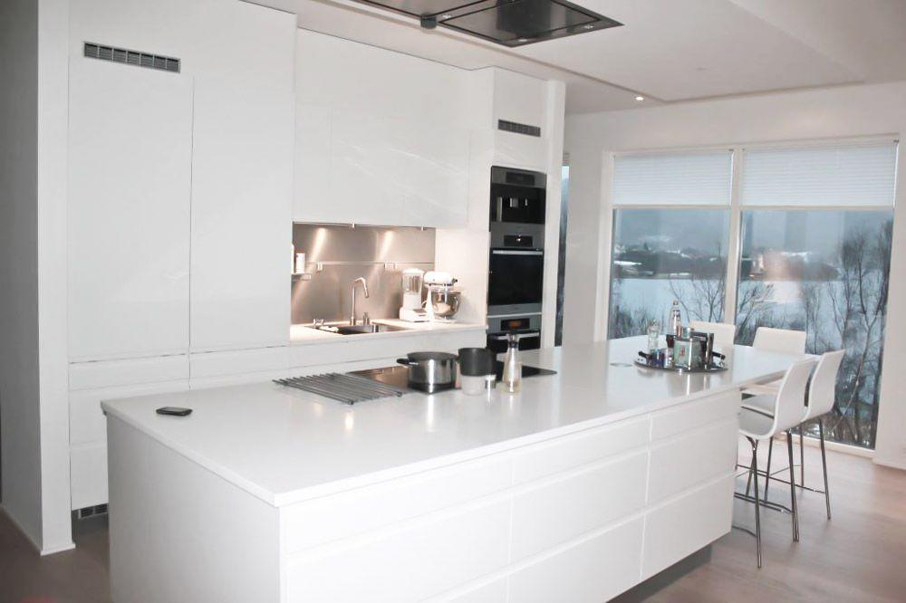 Kjøkken med stor kjøkkenøy  Nr 14 - Interiørhjelp