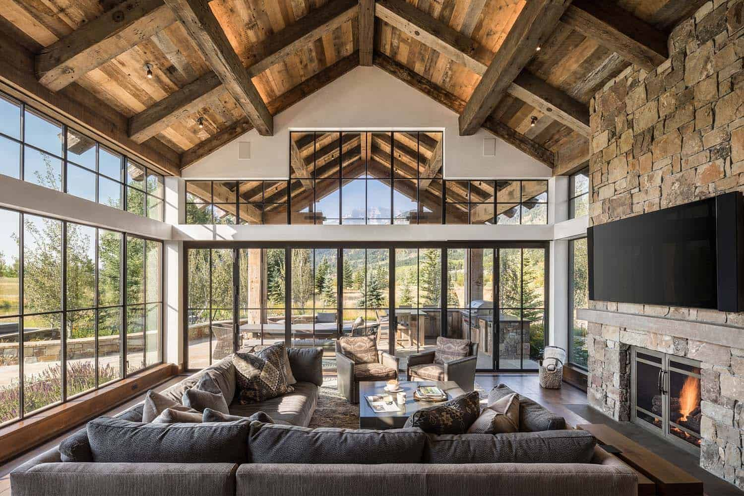 Delightful Rustic Home In Wyoming With A Dramatic Mountain Backdrop Rustic House Rustic Loft House Design