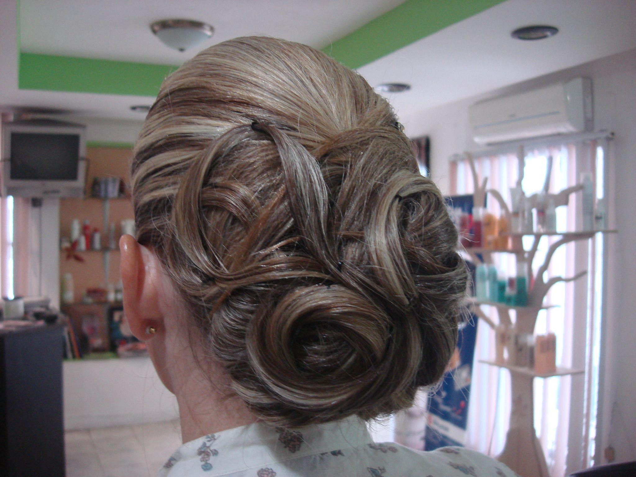 Peinado chongo para una fiesta de noche salon de belleza - Peinados de fiesta ...