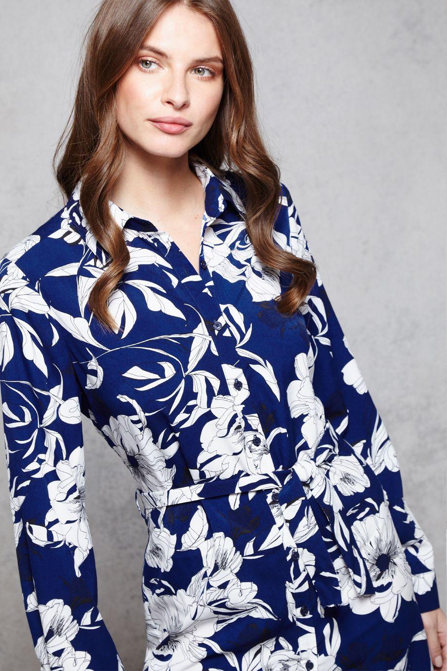 434d4745146a Σεμιζιε φορεμα με εντυπωσιακο floral τυπωμα σε ασπρο καο εντονο μπλε ...