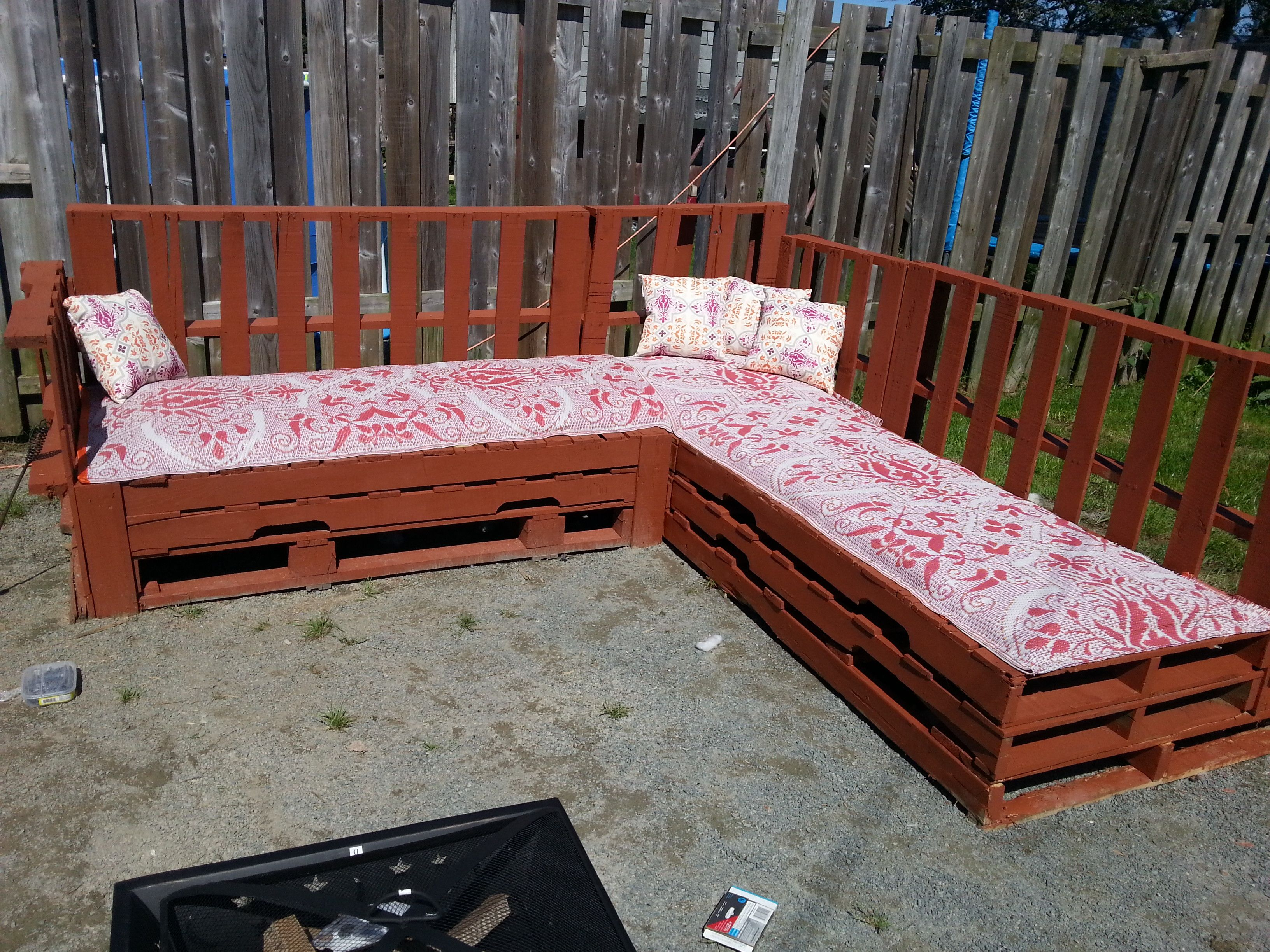 pit couch sofa pallet pallets and outdoor around pin the fire