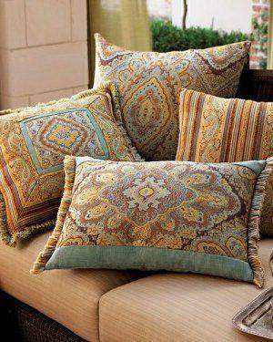 Resultado de imagen para sillones antiguos con tapizados modernos almohadones throw pillows - Sillones tapizados modernos ...