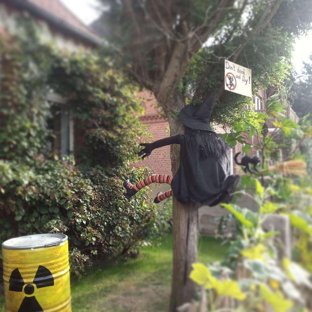 Don T Drink And Fly Hexe Aus Schwimmnudeln Hexenhut Perucke Hexenbesen Bauschaum Und Pumps Per Spanngurt An B Halloween Witch Fjallraven Kanken Backpack