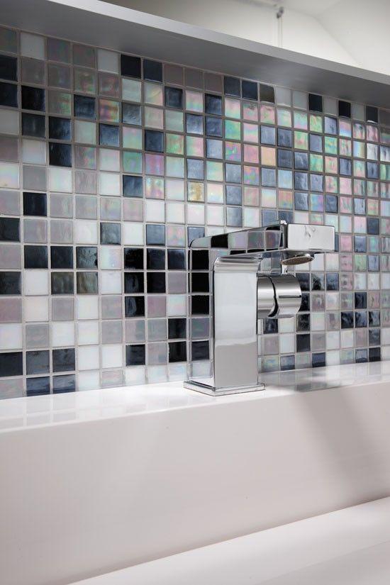 Fertighaus Wohnidee Badezimmer Regenbogenfliesen, Waschbecken mit - mosaik fliesen badezimmer