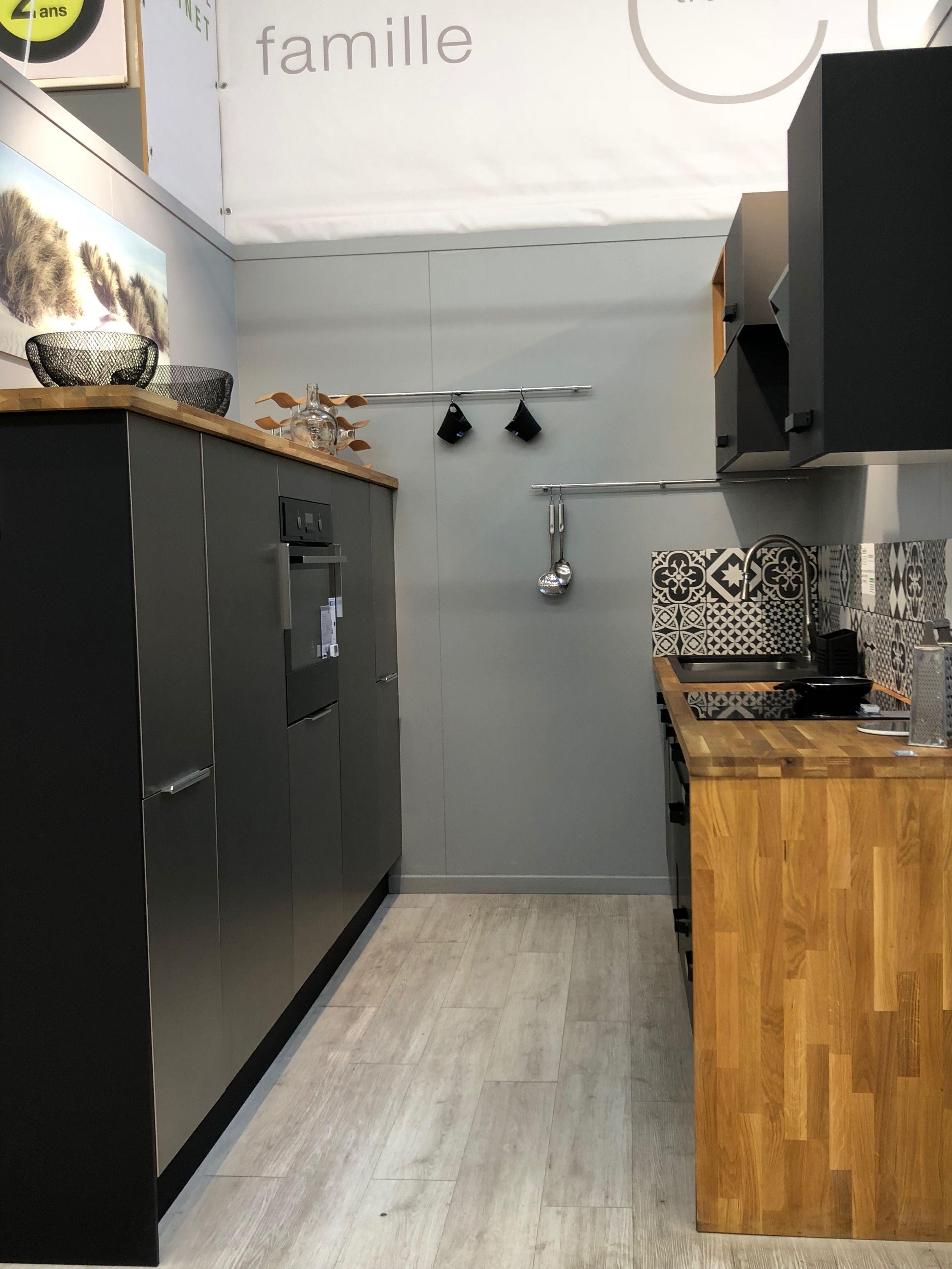 Cuisine Noir Mat Et Bois Style Industriel Idee Bricolage Maison Cuisine Noire Cuisine Noir Mat