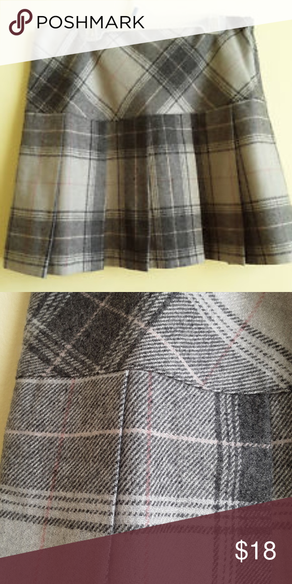 5127ecb1137 Gap Gray Pink Plaid Skirt Size 6 Style  pleated Accents  Pleat Bottoms Size  (Women s)  6 Size Type  Regular Pattern  Plaids   Checks Length  Mini  Color  ...