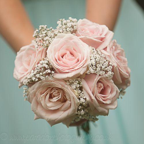 Pastellblumenstrauß, rosa Rosen, Gypsophila #flowerbouquetwedding