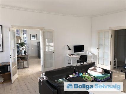 Herskabslejlighed i smukt kvarter med park og villaer omkring Hvidkildevej 52, 1., 2400 ...