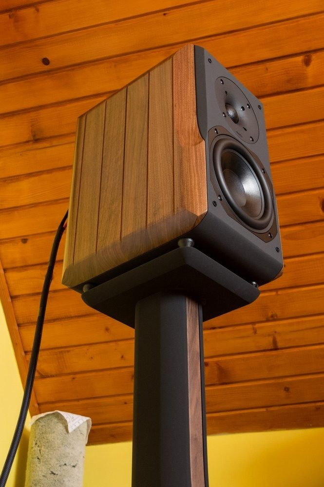 8 Great DIY Speaker Stand Ideas that Easy to Make | DIY Furniture