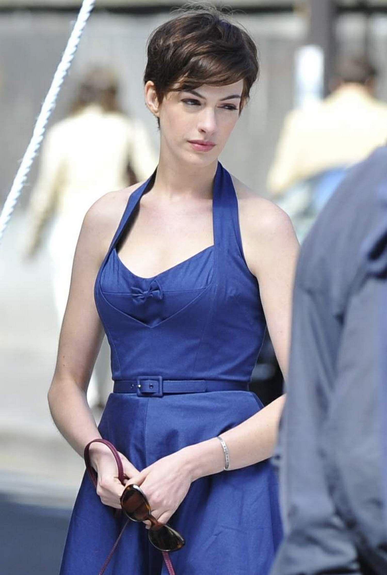 Anne Hathaway 2 Jpg 1 500 2 227 Pixels Anne Hathaway Hair Anne Hathaway Short Hair Anne Hathaway