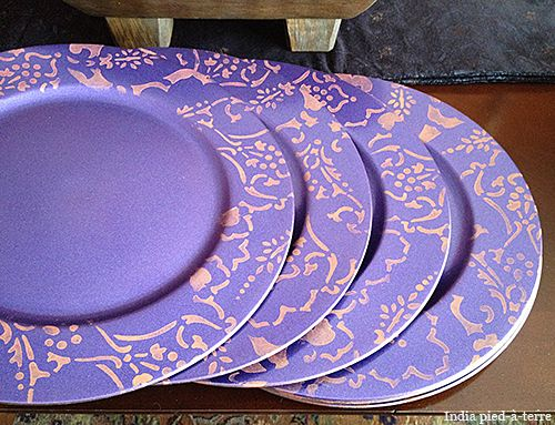 DIY Stenciled Plate Chargers for Table Settings.Use plastic chargers from the craft store & DIY: Stenciled Plate Chargers for Table Settings | Plate chargers ...