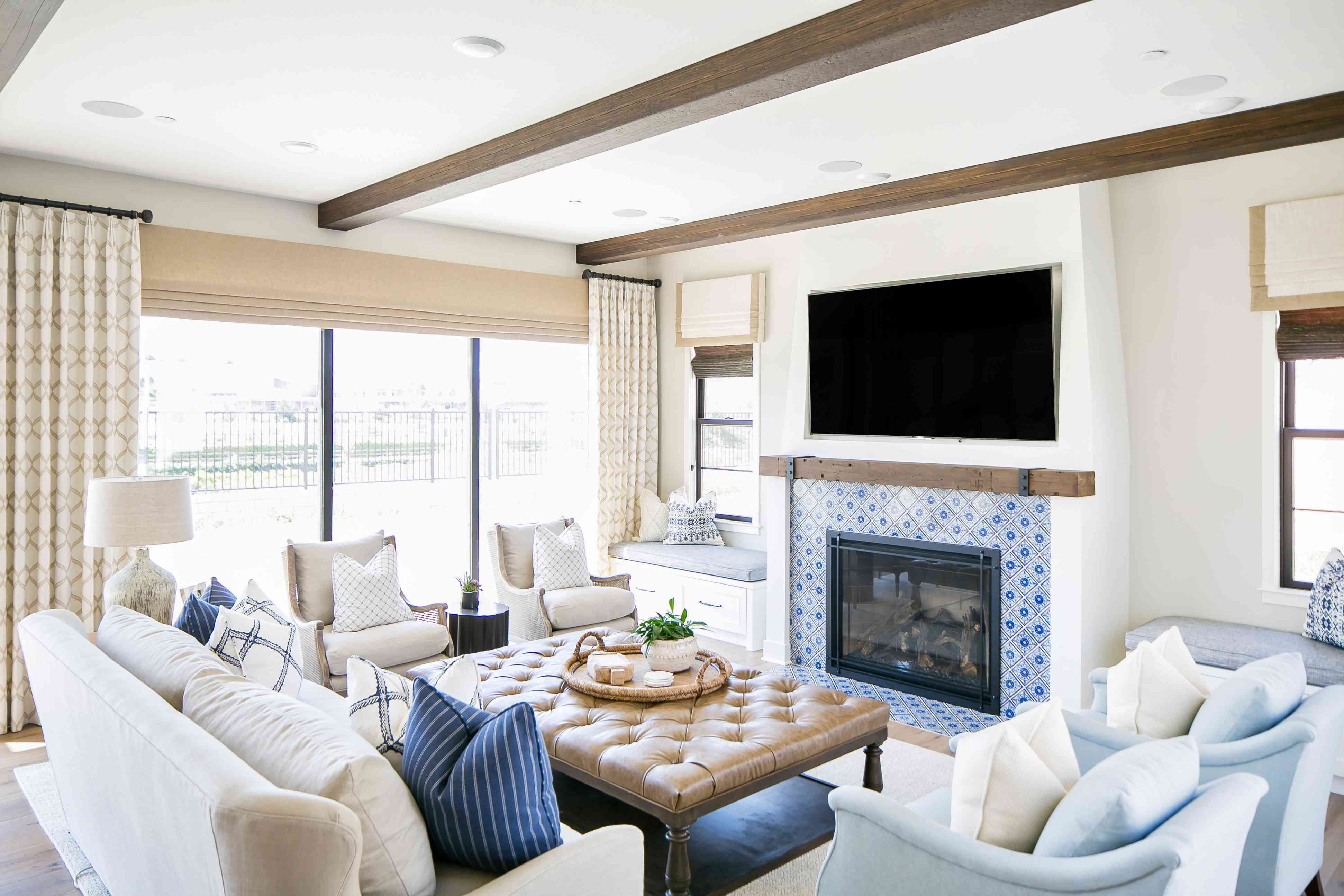 9 Spanish Colonial Homes And Their Trademark Characteristics In 2020 Living Room Designs Spanish Colonial Homes Colonial House #spanish #colonial #living #room