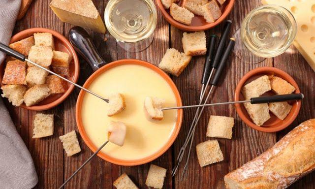 Fondue savoyarde ou bourguignonne pour 2 ou 4 personnes avec kir au vin dès 19,99 € à l'Auberge Notre-Dame *** Détails du produit **... #fonduesavoyarde