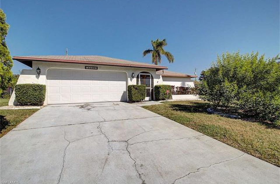 3314 Sw 11th Pl Cape Coral Fl 33914 Mls 219042167 Zillow Zillow Glass Front Entry Doors Cape Coral
