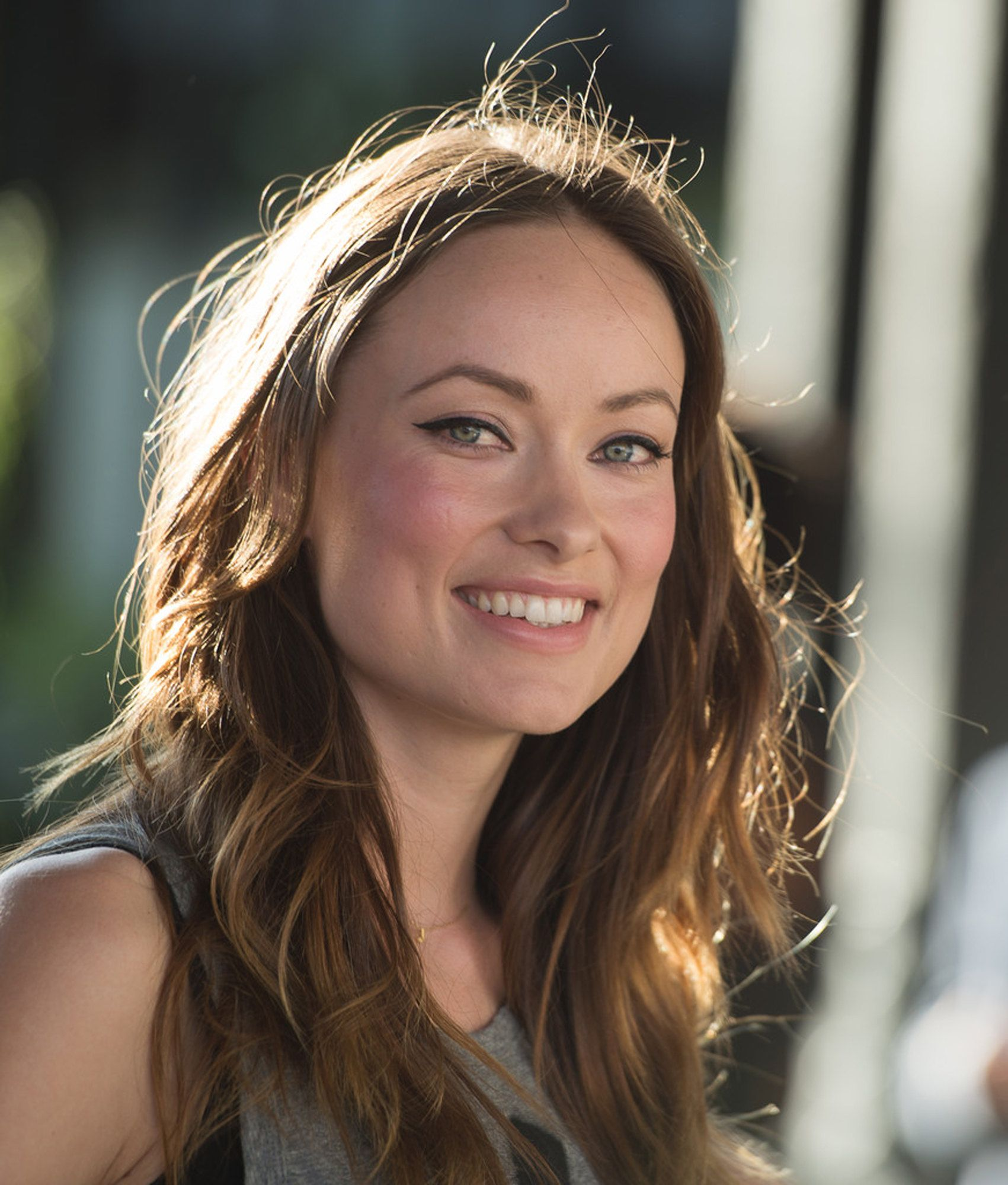 Olivia Wilde Rosy Glow Maquillage In 2019 Olivia Wilde Hair