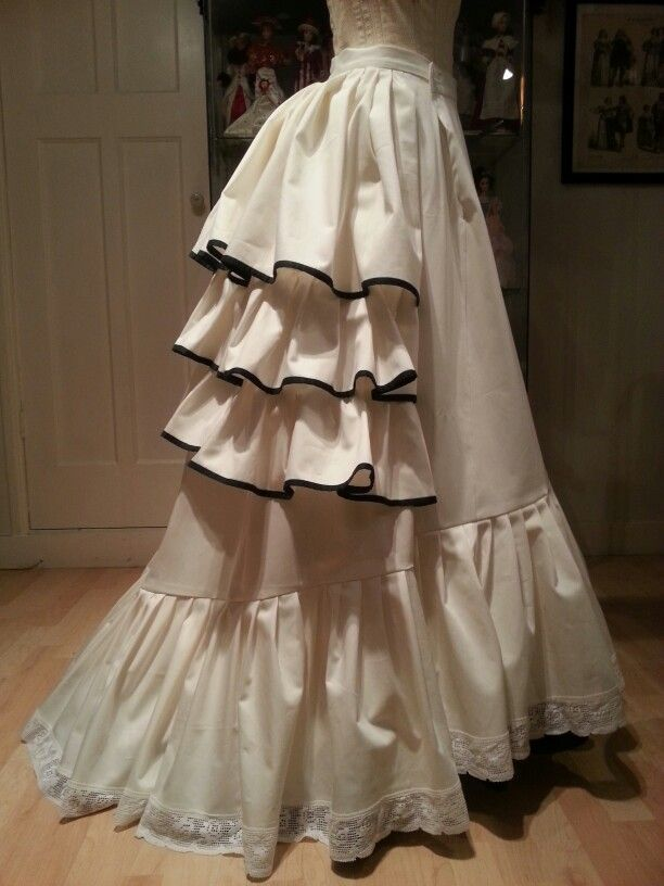 Victorian bustle and petticoat ca. 1873 reproduction. Made by Angela Mombers
