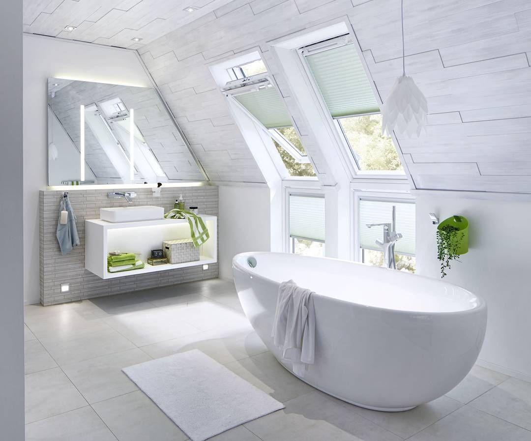 Freistehende badewanne unter der dachschräge von repabad bad badezimmer duschen bade