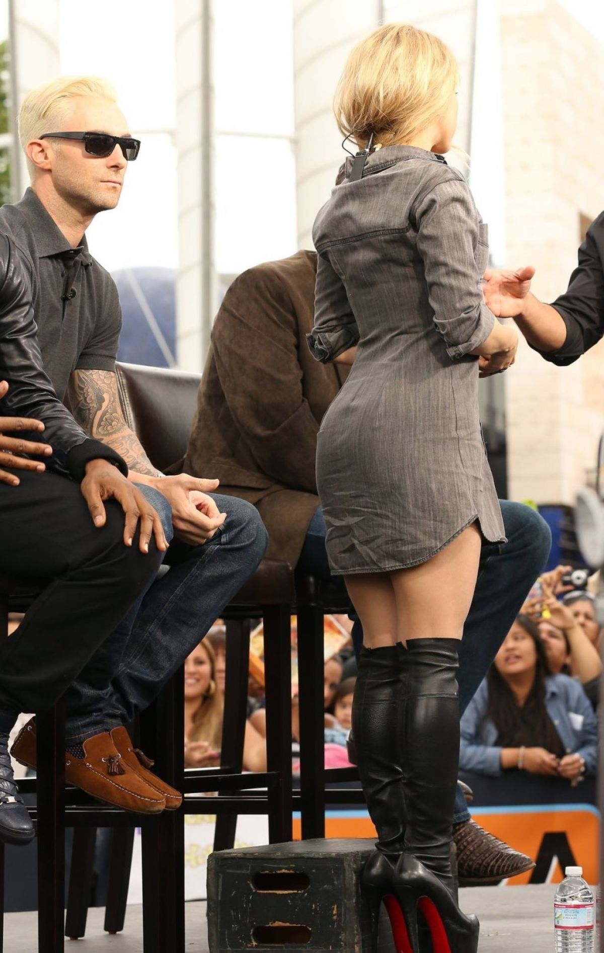 0a0ff06964116 Shakira curvy in Louboutin over the knee high heel boots   Celebrity ...