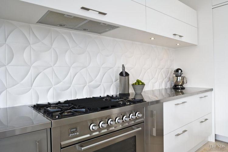 schlichte, weiße, reliefartige Fliesen ohne Fugen für leichtere - küchen weiß hochglanz