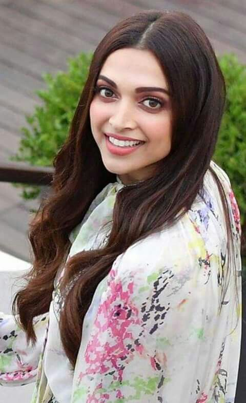 Pin By Shaila Parvin On Deepika Padukone Deepika Padukone Style Beautiful Bollywood Actress Bollywood Celebrities